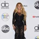 Speváčka Mariah Carey pózuje v miestnosti pre novinárov.