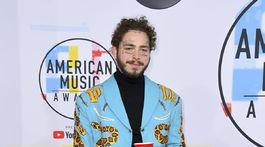 Spevák Post Malone v kreácii Gucci.