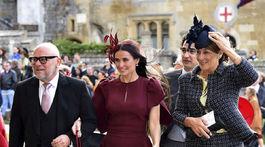 Herečka Demi Moore (v strede) prichádza v šatách Stelly McCartneyovej