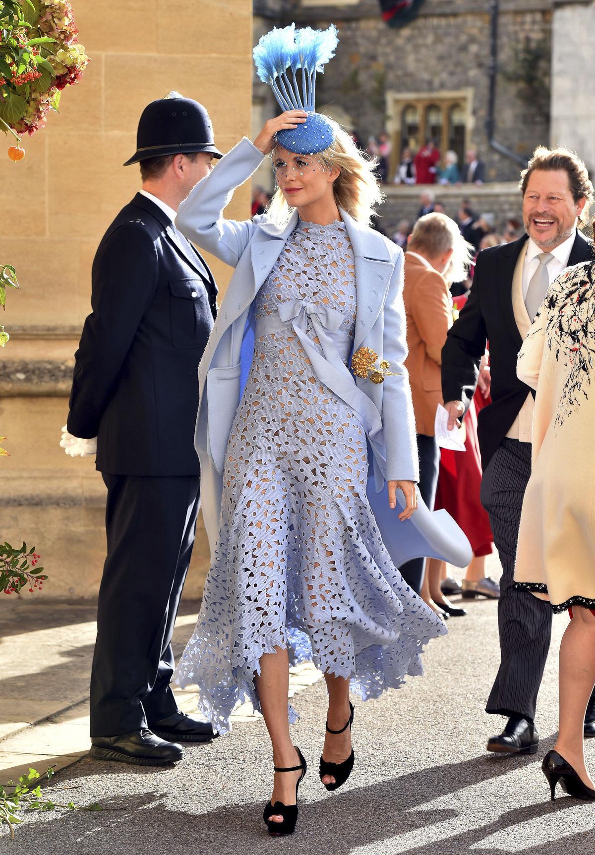645087a70bac Modelka Poppy Delevingne v šatách Oscar de la Renta