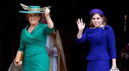 Princezná Beatrice (vpravo) a jej mama Sarah Ferguson.