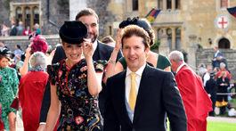 Sofia Wellesley a James Blunt prichádzajú na svadbu.