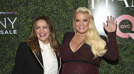 Speváčka a dizajnérka Jessica Simpson (vpravo) a jej mama Tina Simpson.