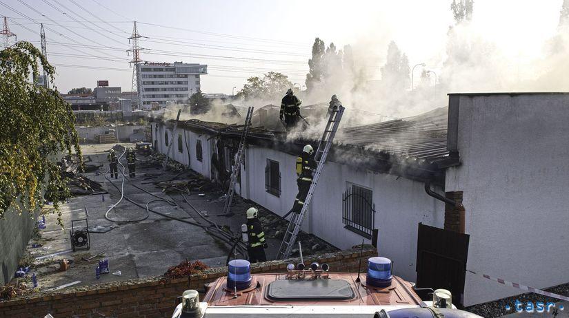hasiči, požiar, bratislava, vajnorská, dom, budova