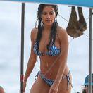 Scherzinger predvádza krivky v bikinách: Na Havaji sexy, ale sama!