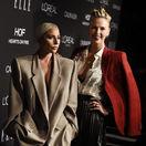 Herečka a speváčka Lady Gaga (vľavo) a herečka Charlize Theron pózovali spoločne.
