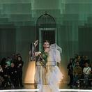 Modelka Denisa Dvončová na prehliadke Borisa Hanečku.