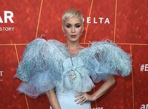 Katy Perry ako operená labuť na gala d5fb09d0e9d