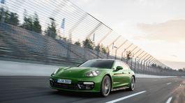 Porsche-Panamera GTS Sport Turismo-2019-1024-03