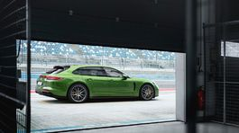 Porsche-Panamera GTS Sport Turismo-2019-1024-07