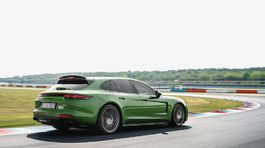 Porsche-Panamera GTS Sport Turismo-2019-1024-08