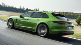 Porsche-Panamera GTS Sport Turismo-2019-1024-09