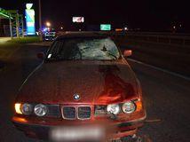 Muž si cez diaľnicu R1 skracoval cestu, zrazili ho dve autá