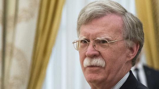 Boltona pre jeho kritiku raketových skúšok označila KĽDR za vojnového štváča