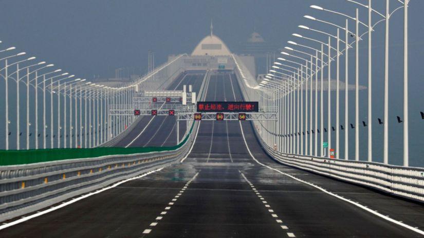 Čína - najdlhší nadmorský most Hongkong