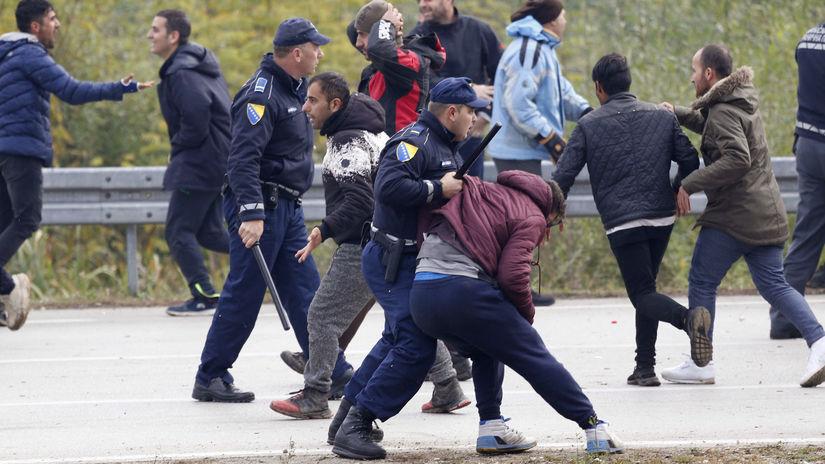 Bosna chorvátsko migranti stret polícia bitka...