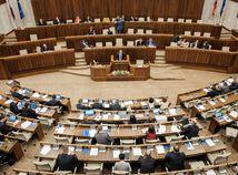 Voľby by v novembri vyhral Smer pred SaS a OĽaNO, bugárovci mimo