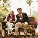 seniori, penzisti, dôchodci