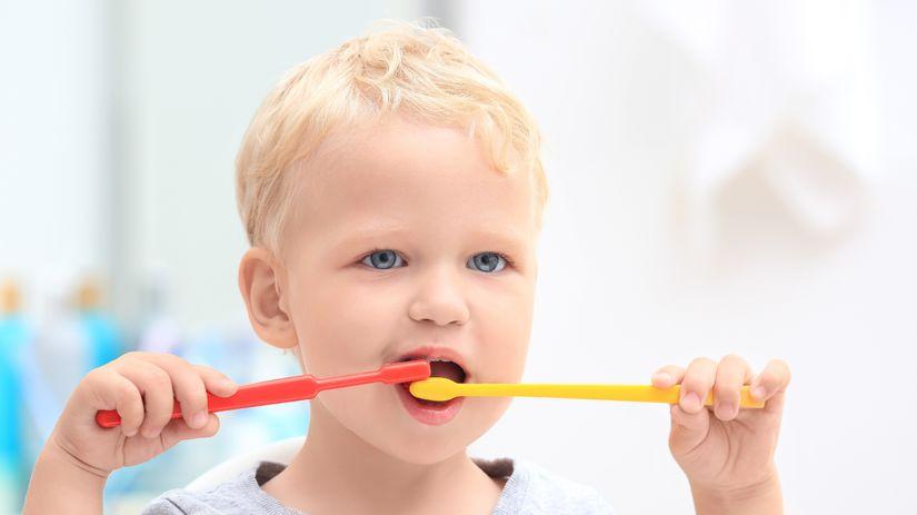 dieťa, zuby, umývanie zubov, zubná kefka,...