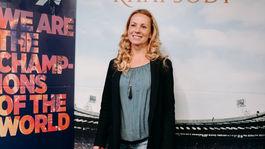 Herečka Diana Mórová vyzerala, že si na premiéru odskočila z nákupov.