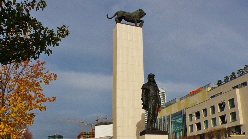 M.R. štefánik socha Bratislava SND