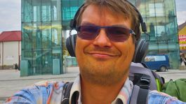 Jaroslav Staník, Stopom okolo sveta s filmom