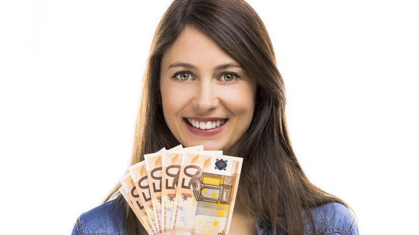 žena, eurá, peniaze