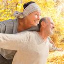 dôchodci, seniori, jeseň