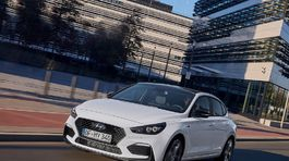 Hyundai-i30 Fastback N Line-2019-1024-03