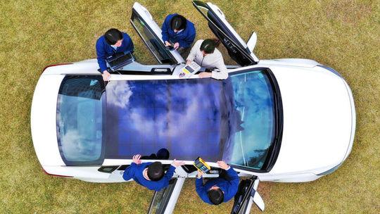 Hyundai a Kia vyvíjajú strechu zo solárnych panelov. Do výroby má ísť už o rok