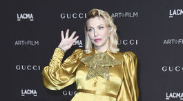 Speváčka Courtney Love v kreácii Gucci.