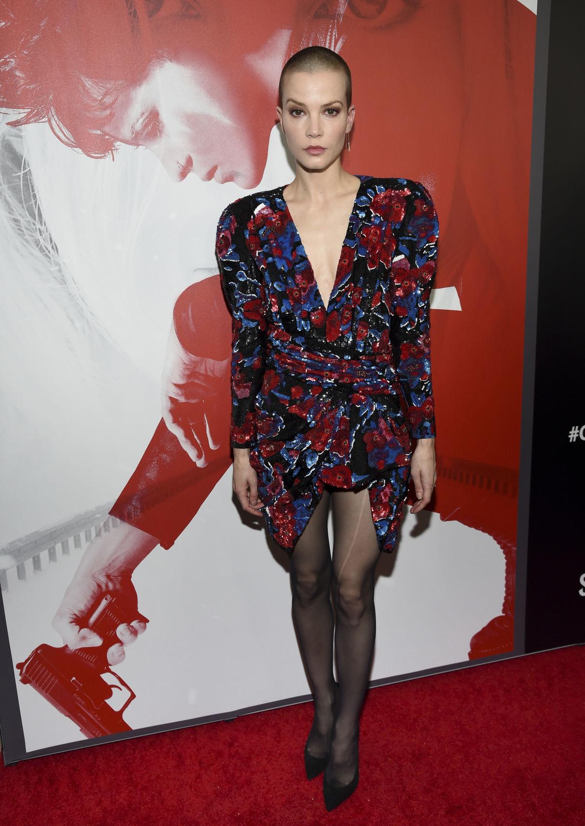 Herečka Sylvia Hoeks v kreácii Saint Laurent.