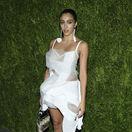 Modelka a celebrita Lourdes Leon, dcéra speváčky Madonny predviedla neoholené nohy aj chlpaté podpazušie. No bola krásna.