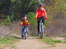bicykel, elektrobicykel, cyklistika, mama, syn, výlet
