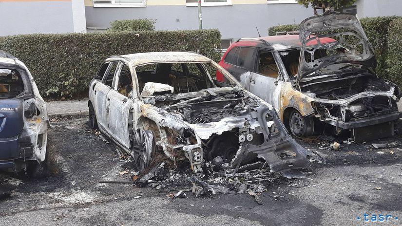 polícia požiar Vrakuňa autá úmysel