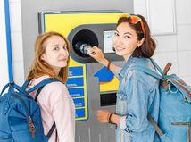 triedenie odpadu, životné prostredie, ekológia, dievčatá, plasty
