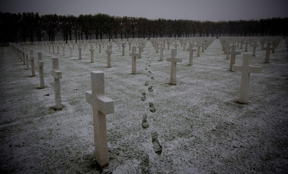 cintorín, kríže, smrť, hroby, sneh, dušičky, stopy