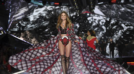 2018 Victoria's Secret Fashion Show - Behati Prinsloo