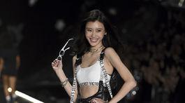 Čínska modelka Ming Xi.