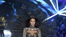 2018 Victoria's Secret Fashion Show - Kendall Jenner