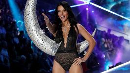 Modelka Adriana Lima na prehliadke.