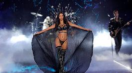 Modelka Lais Ribeiro na prehliadke Victoria's Secret Fashion Show 2018.