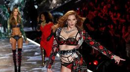 Modelka na prehliadke Victoria's Secret Fashion Show.
