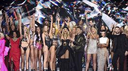 Záverečné defilé prehliadky Victoria's Secret Fashion Show aj s hudobnými hviezdami.