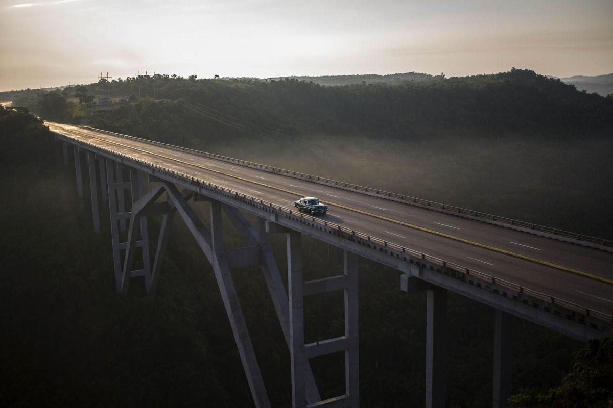 Kuba, most, auto, cesto, cestovanie, dovolenka, nadjazd,
