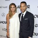 Modelka Chrissy Teigen a jej manžel John Legend.