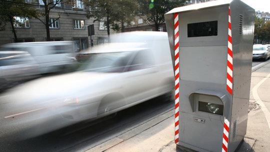 Vodiči, pozor v Rakúsku. Nové radary sú extra presné!