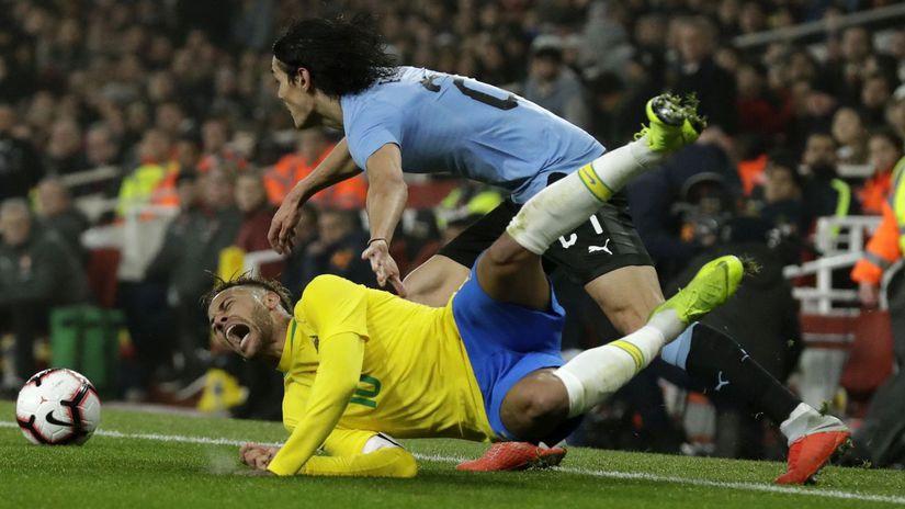 Anglicko futbal príprava Brazília Uruguaj...