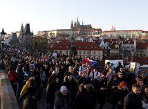 Tisíce ľudí v Prahe žiadali demisiu premiéra