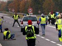 francúzsko, demonštrácia, protest, žlté vesty, cesta, auto, blokáda